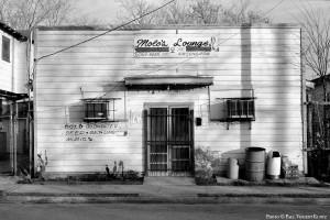 Molo's Lounge exterior - 1988